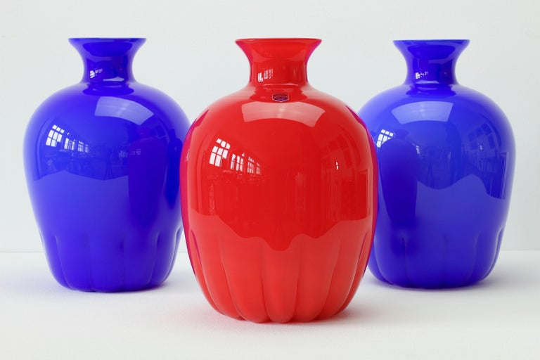 German Set of Red and Blue Murano Glass Cenedese Vases & Abstract Modern Art Painting For Sale