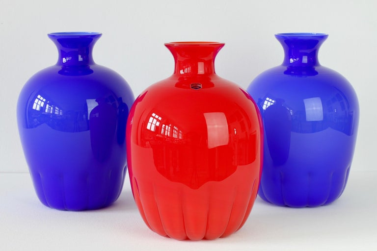 Painted Set of Red and Blue Murano Glass Cenedese Vases & Abstract Modern Art Painting For Sale