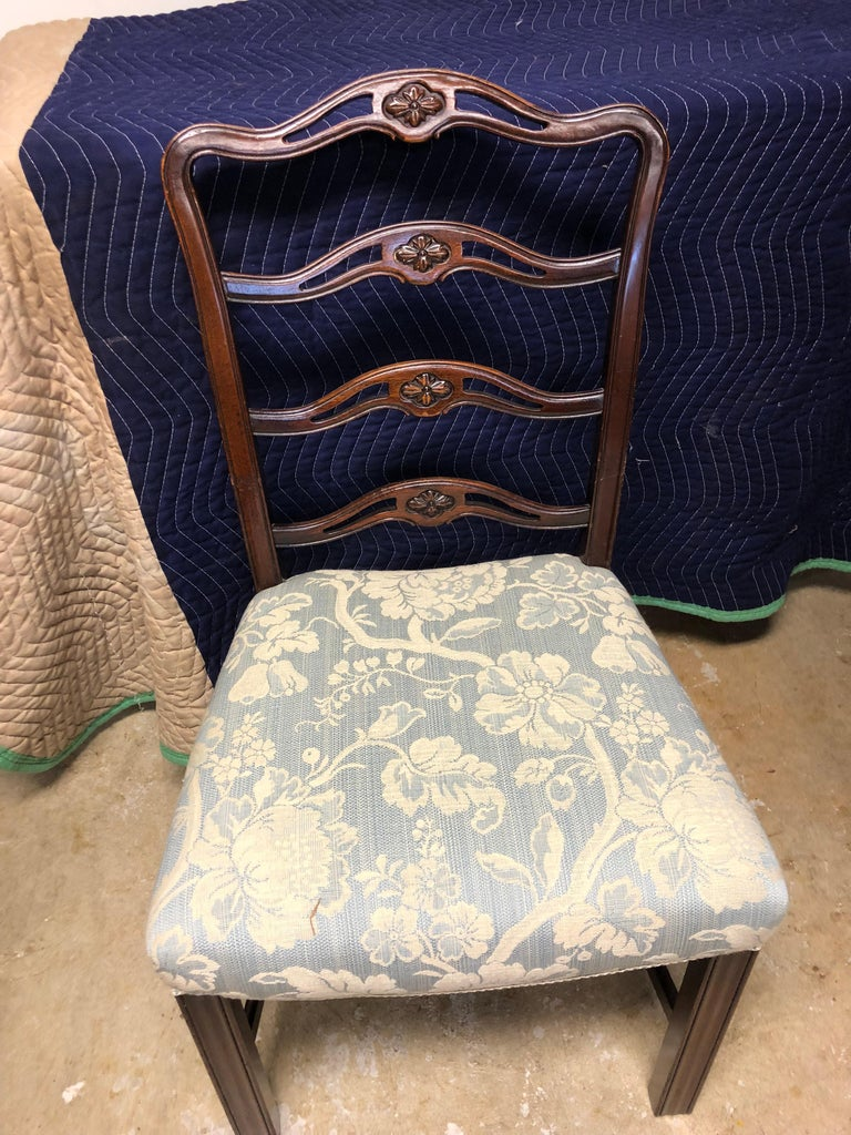 Set of 8 Chippendale ribbon back dining chairs in solid mahogany. Beautiful light blue fabric seats, generous wide seats for comfort, great color and finish, solid with stretchers, 20th century.