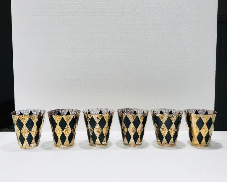 Mid-20th Century Set of Seven Hollywood Regency Barware Rock Glasses in Gold and Black, 1960s For Sale