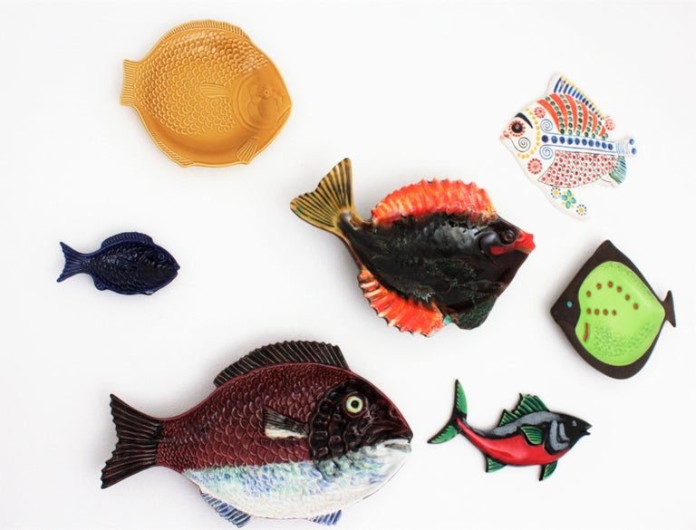Set of Seven Mid-Century Modern Glazed Ceramic Fishes Wall Decoration For Sale 5