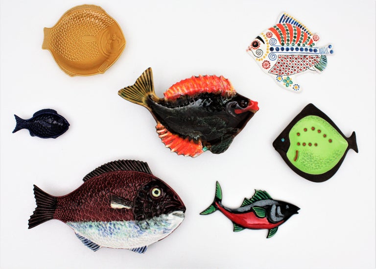 Set of Seven Mid-Century Modern Glazed Ceramic Fishes Wall Decoration For Sale 2