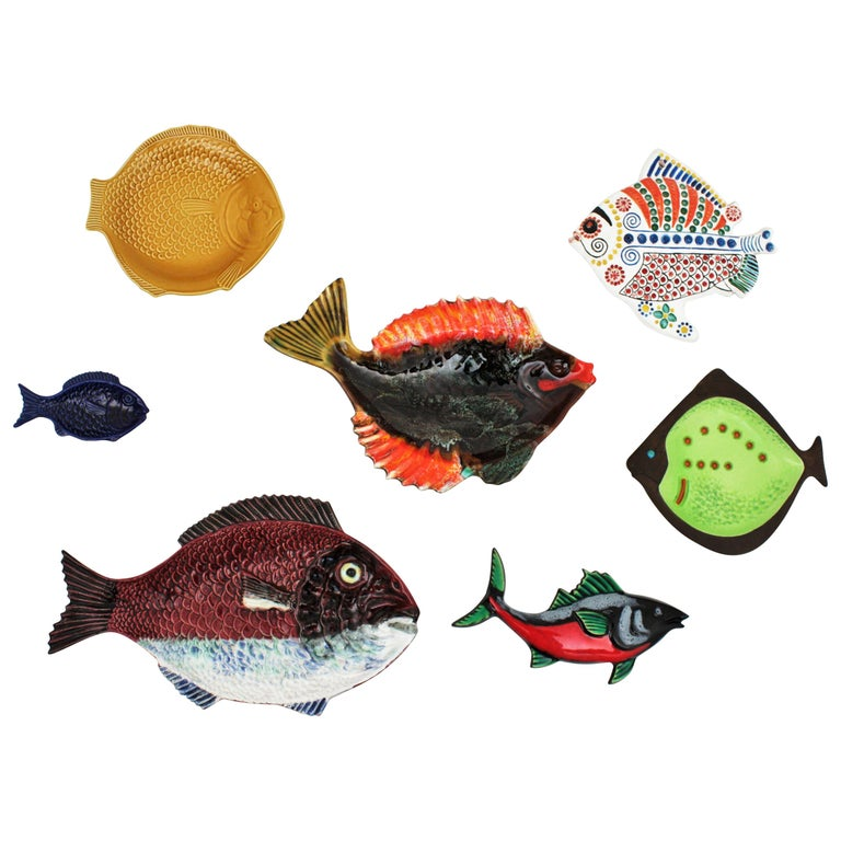 Set of Seven Mid-Century Modern Glazed Ceramic Fishes Wall Decoration For Sale