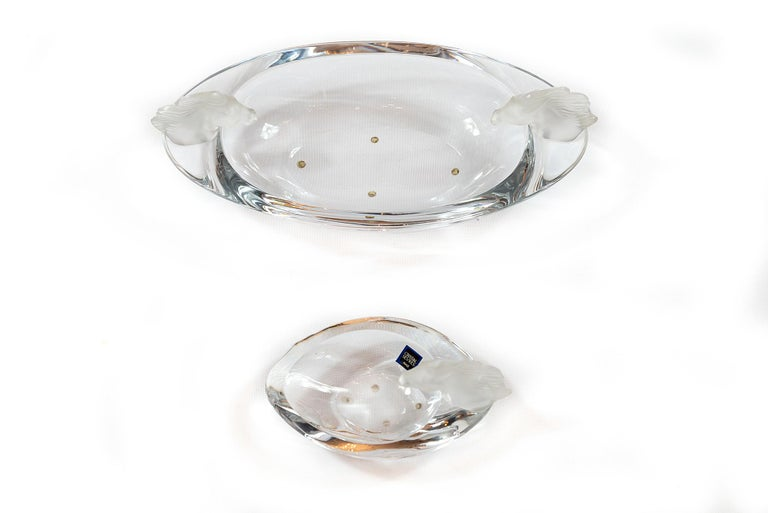 Set of Sevres crystal bowls / vases decorated with frosted finish horse head elements. Dimensions: D 16 x W 32 x H 6 (11) cm and D 11 x W 17 x H 3.5 (8.5) cm.