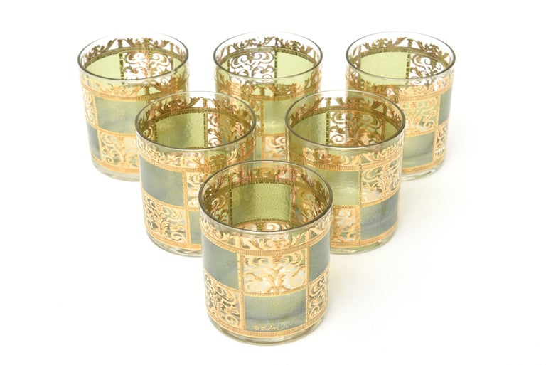 Set of Signed Culver Mid-Century Modern Glass and Gold Painted Barware In Good Condition For Sale In North Miami, FL