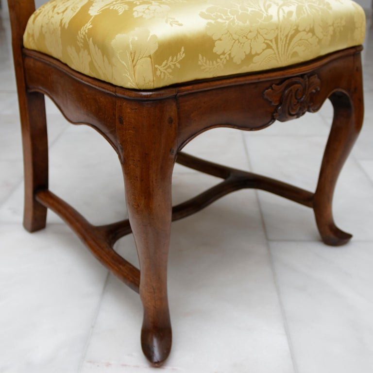 Set of Six 18th Century German Baroque Walnut Dining Chairs For Sale 2