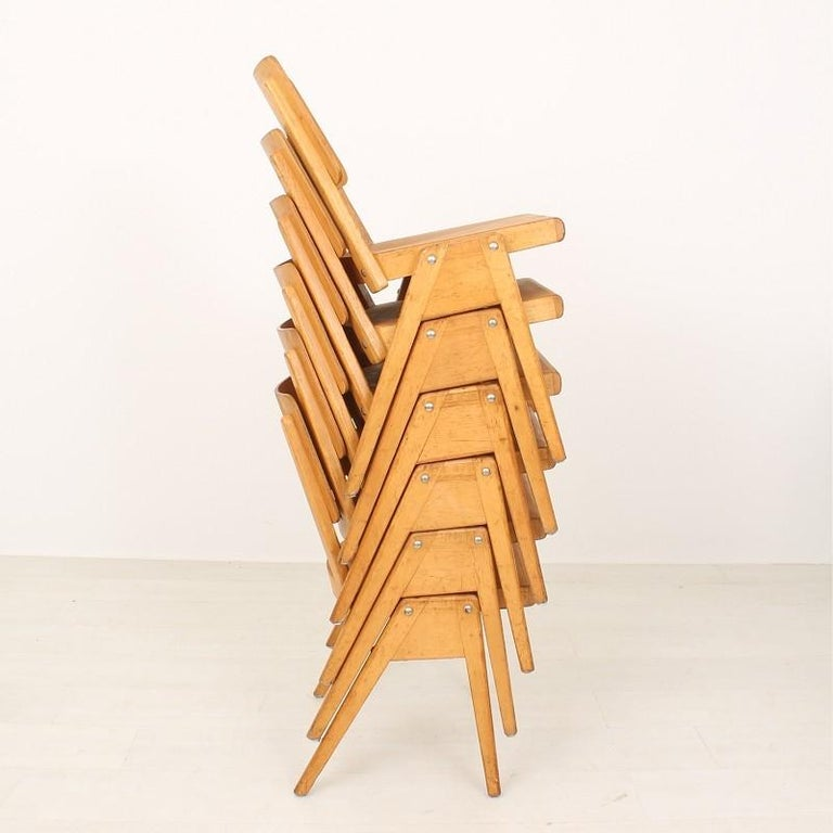 Very comfortable stacking chairs