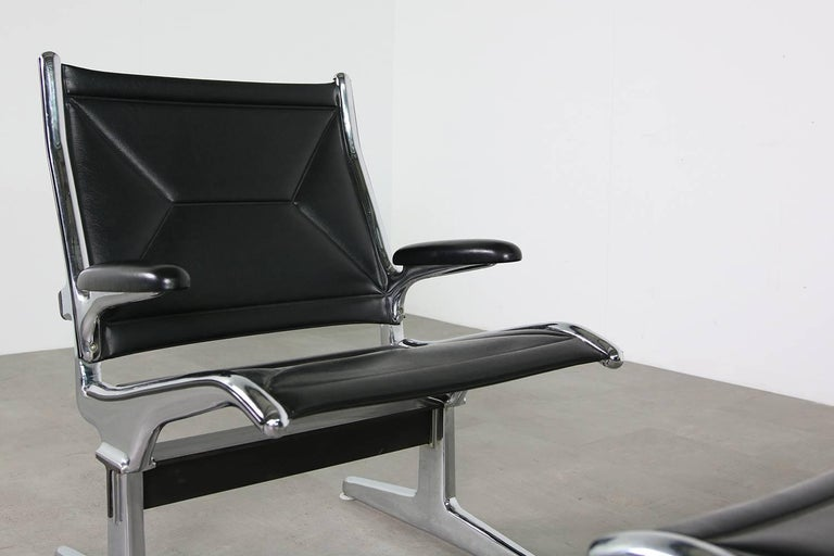 Mid-20th Century Set of Six 1960s Charles Eames Airport Chairs for Herman Miller Black and Chrome For Sale