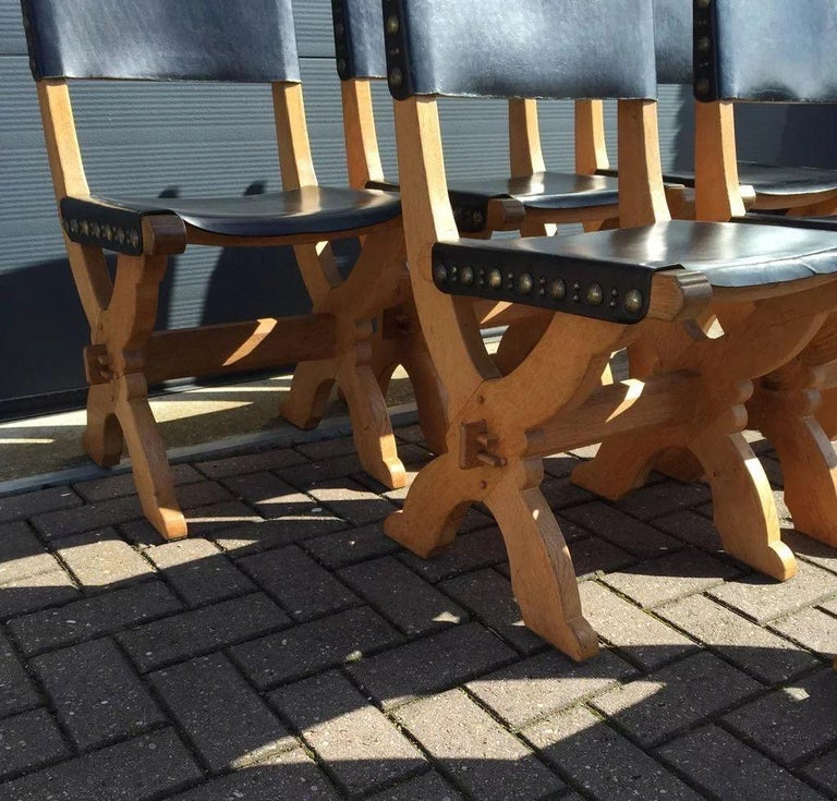 Set of Six Midcentury Era Handcrafted Solid Oak and Black Leather Chairs For Sale 2