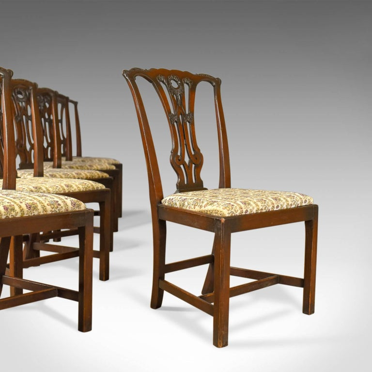 This is a set of six antique dining chairs, English, late Victorian, in - Set Of Six Antique Dining Chairs English Victorian Chippendale Taste