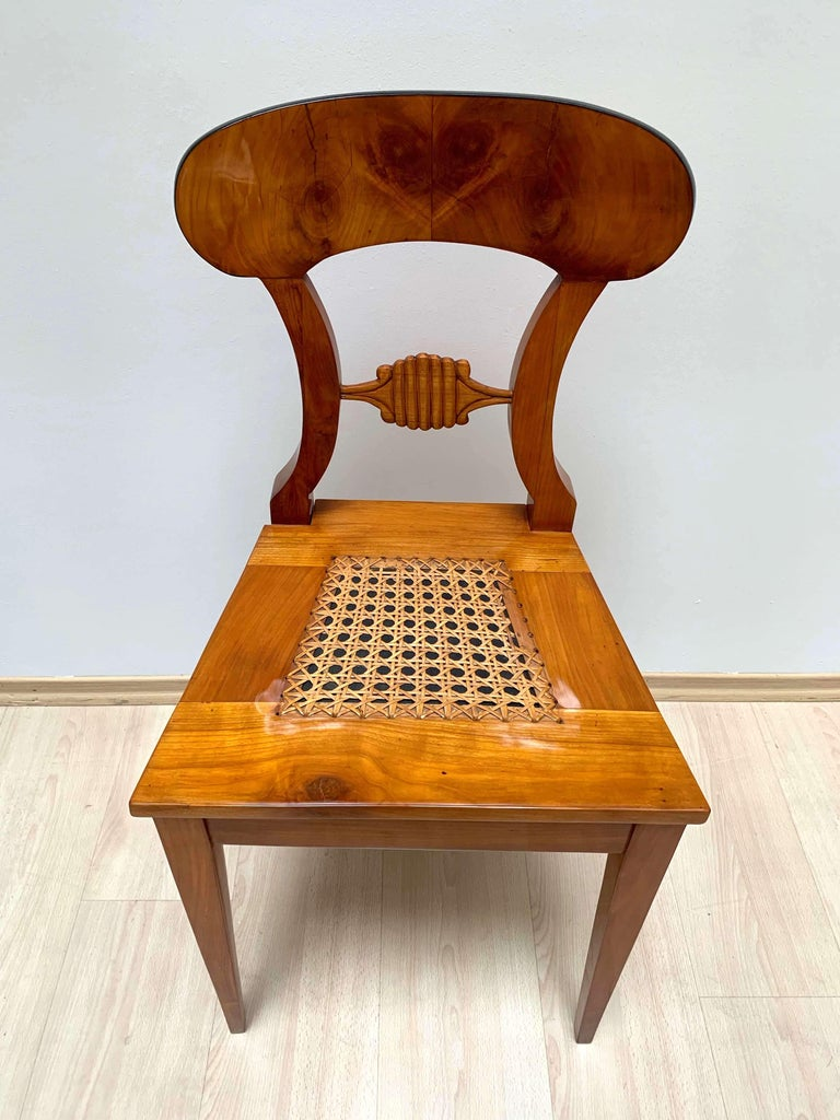 Set of Six Biedermeier Board Chairs, Cherry Veneer and Mesh, Vienna, circa 1830 For Sale 4