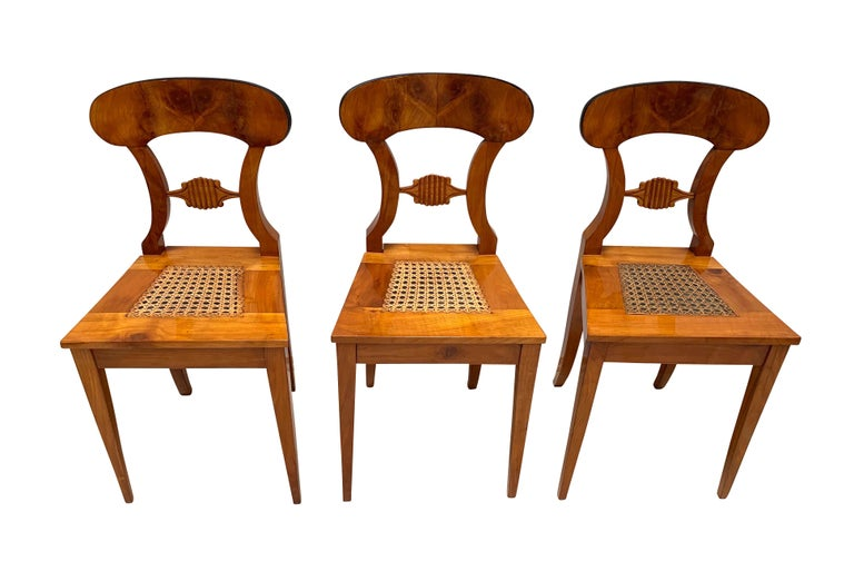 Mid-19th Century Set of Six Biedermeier Board Chairs, Cherry Veneer and Mesh, Vienna, circa 1830 For Sale