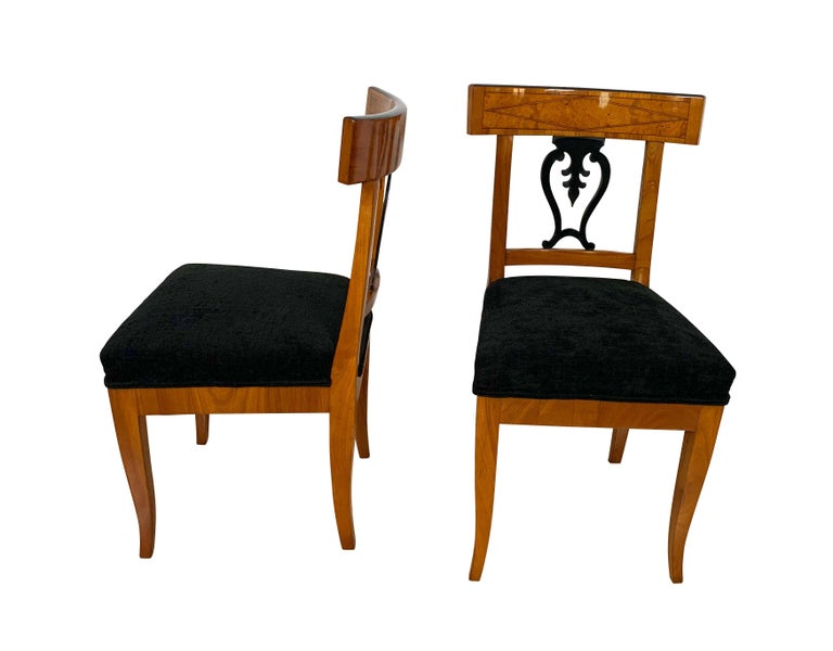 Early 19th Century Set of Six Biedermeier Chairs, Cherry Veneer and Ash Roots, Germany, circa 1820 For Sale