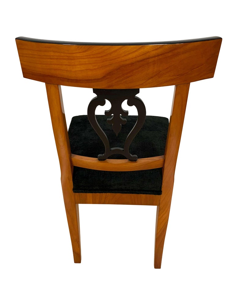 Set of Six Biedermeier Chairs, Cherry Veneer and Ash Roots, Germany, circa 1820 For Sale 2