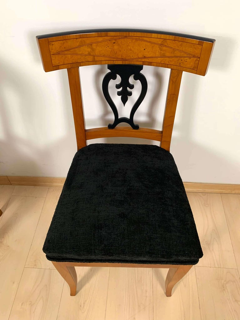 Set of Six Biedermeier Chairs, Cherry Veneer and Ash Roots, Germany, circa 1820 For Sale 3