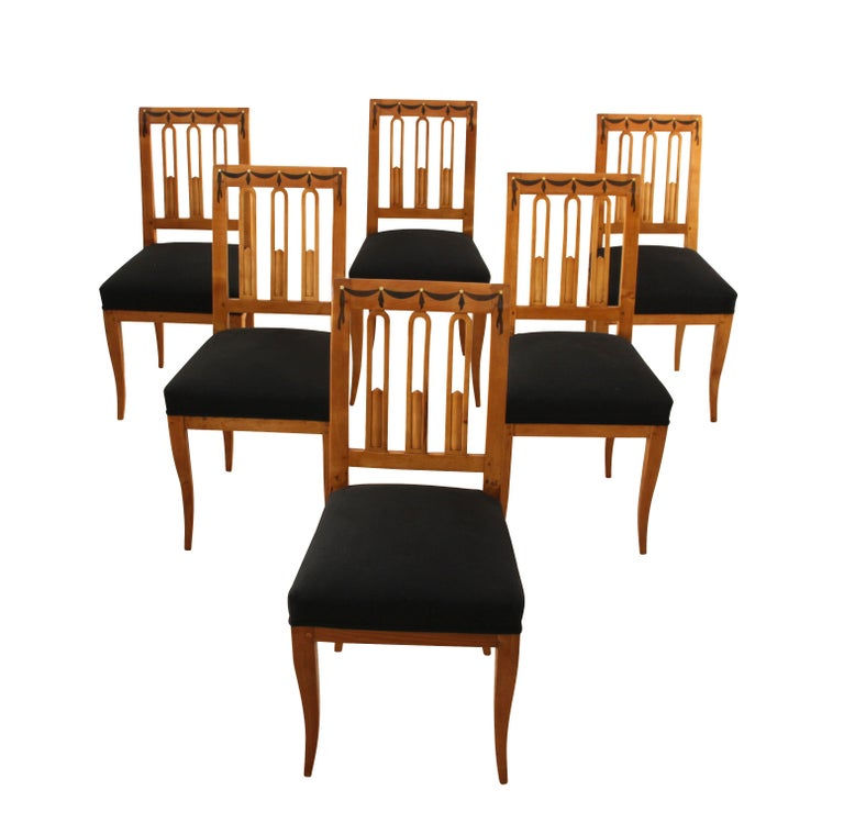 Set of Six Biedermeier Dining Chairs, Garland Inlays, South Germany, circa 1820 In Good Condition For Sale In Regensburg, DE