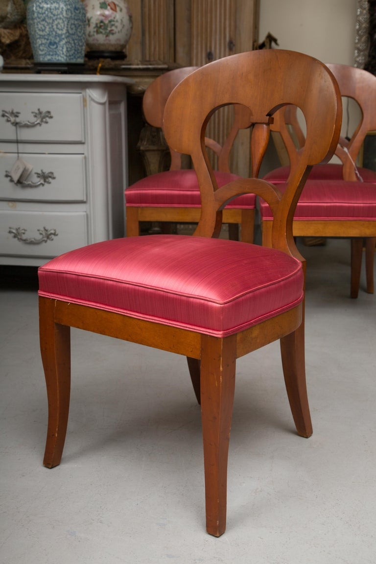This is a good quality set of Biedermeier style chairs with an upholstered seat, 20th century.