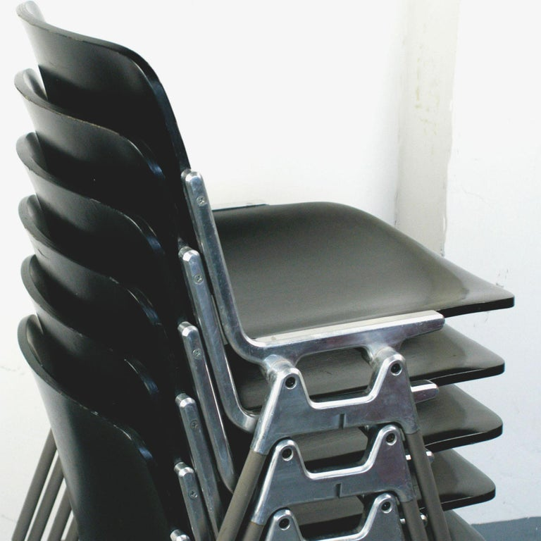 Italian Set of Six Black Lacquered Castelli Dsc 106 Stacking Chairs by Giancarlo Piretti For Sale