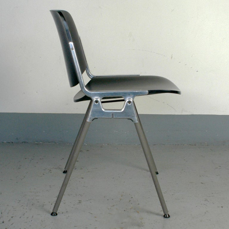 Mid-20th Century Set of Six Black Lacquered Castelli Dsc 106 Stacking Chairs by Giancarlo Piretti For Sale