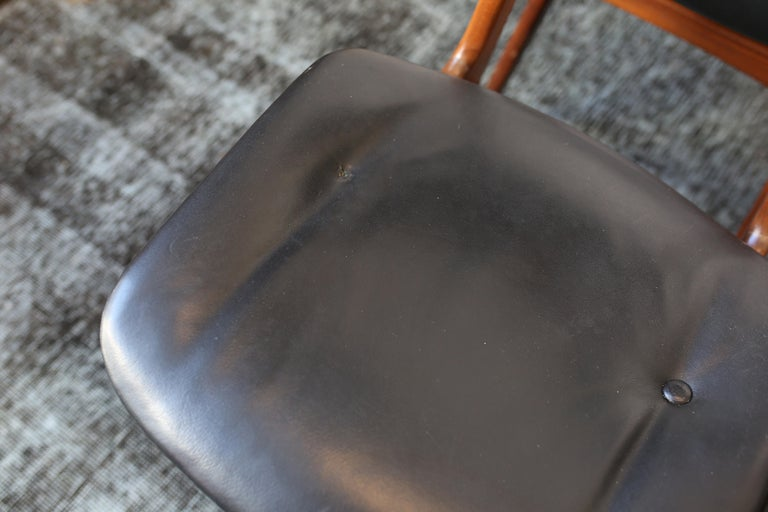 Set of Six Danish Modern Teak and Black Leather Dining Chairs, circa 1960s In Good Condition For Sale In San Antonio, TX