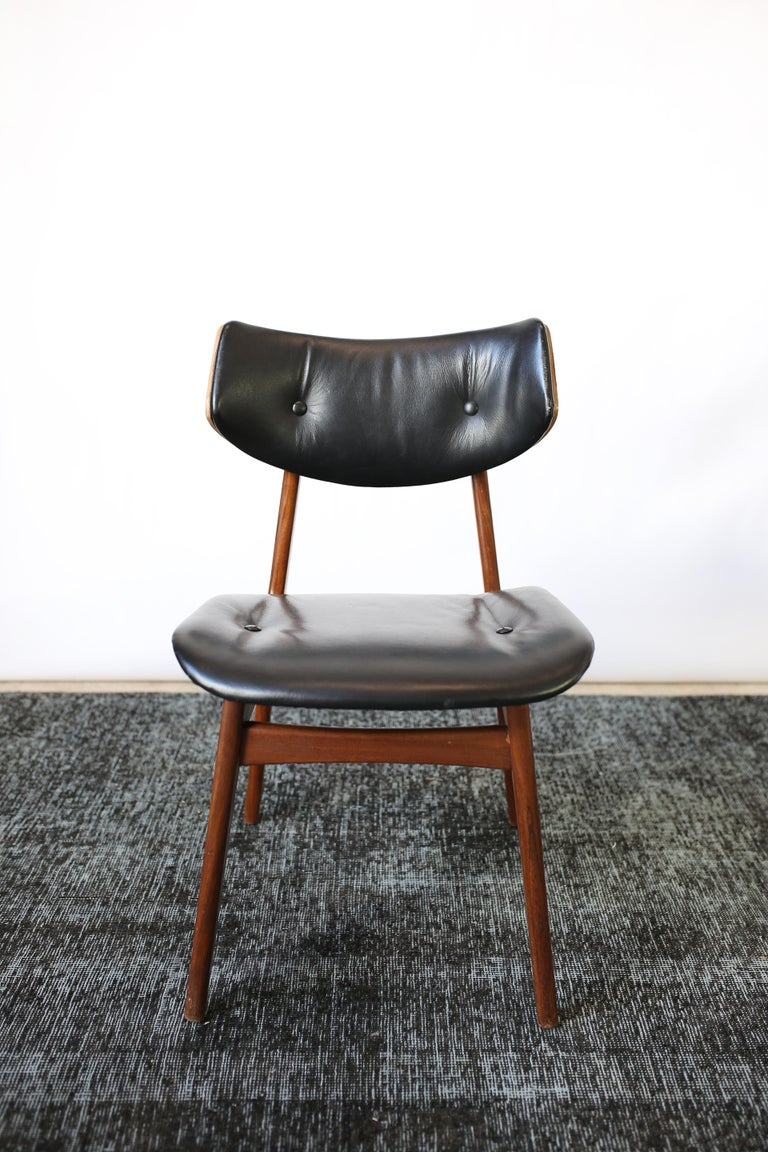 Set of Six Danish Modern Teak and Black Leather Dining Chairs, circa 1960s For Sale 4