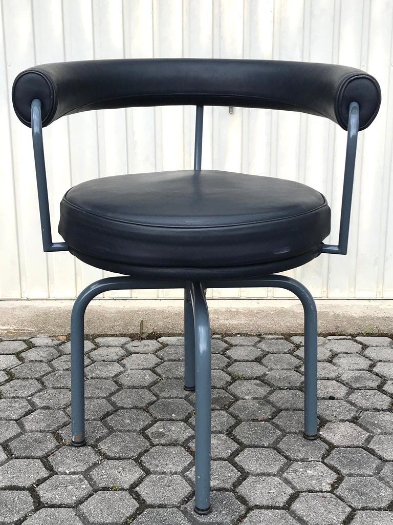 Set of Six Cassina Swivel Arm Chairs LC7 by Le Corbusier, Perriand & Jeanneret For Sale 3