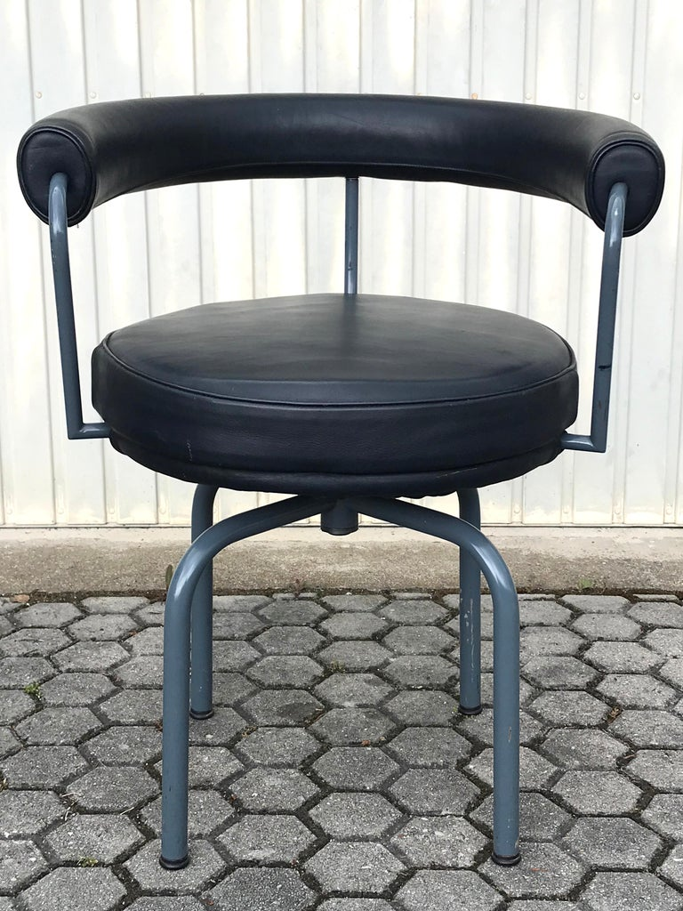 Metal Set of Six Cassina Swivel Arm Chairs LC7 by Le Corbusier, Perriand & Jeanneret For Sale
