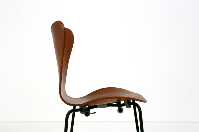 Iron Set of Six Chairs by Arne Jacobsen M. Butterfly for the Brazilian Airline, 1950s For Sale