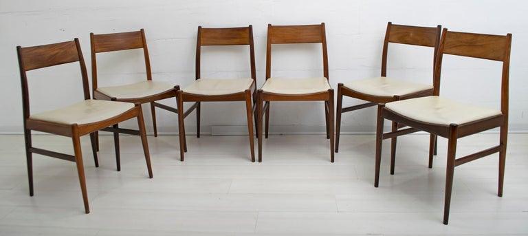 Six teak wood chairs and ivory imitation leather upholstery, designed by the famous Italian architect Gianfranco Frattini, circa 1960s.
