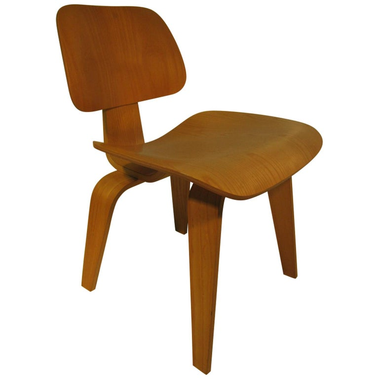 Set of Six Charles and Ray Eames DCW Oak Dining Chairs for Herman Miller For Sale