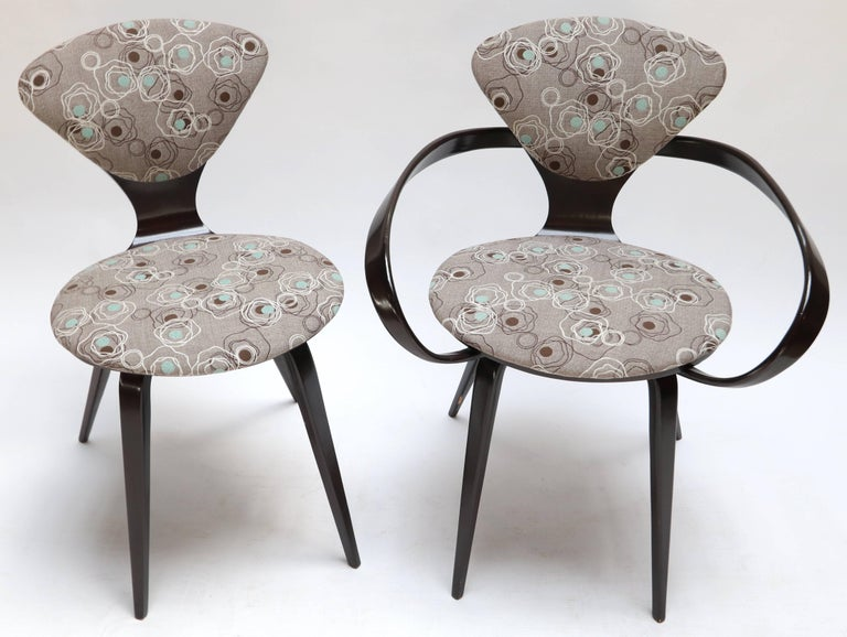 Set of four side chairs and two armchairs by Cherner for Plycraft from the 1960s.