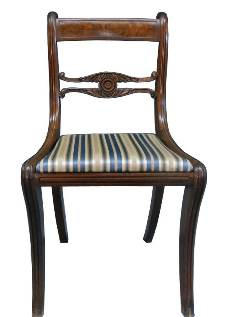 Hand-Carved Set of Six Classical Dining Chairs Attributable to Duncan Phyfe, New York For Sale