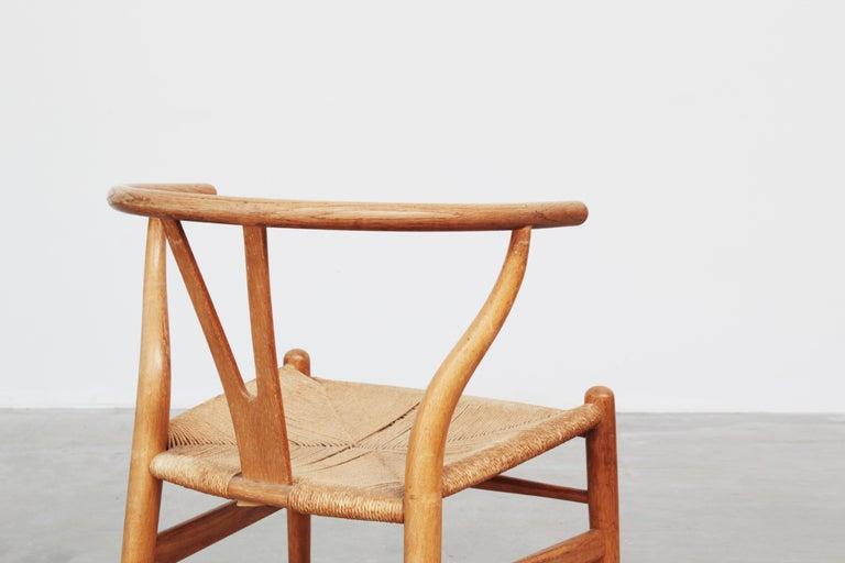 Set of Six Danish Wishbone Chairs CH 24 by Hans J. Wegner for Carl Hansen Oak For Sale 4