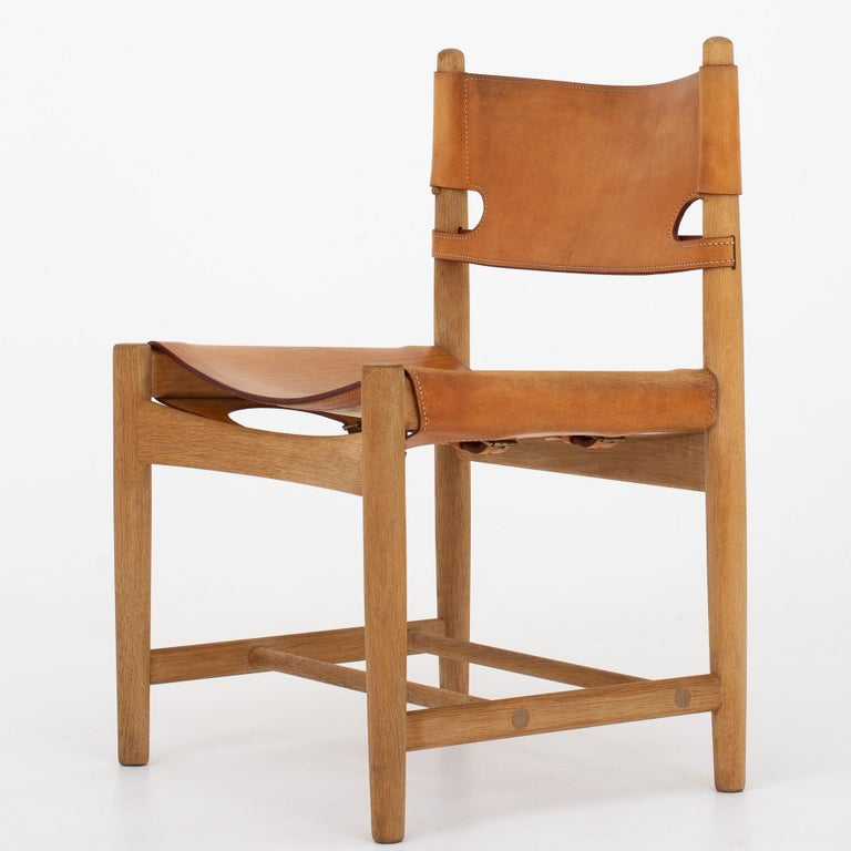 BM 3237 - Hunting dining chair in patinated oak and natural leather. Maker Fredericia Stolefabrik.