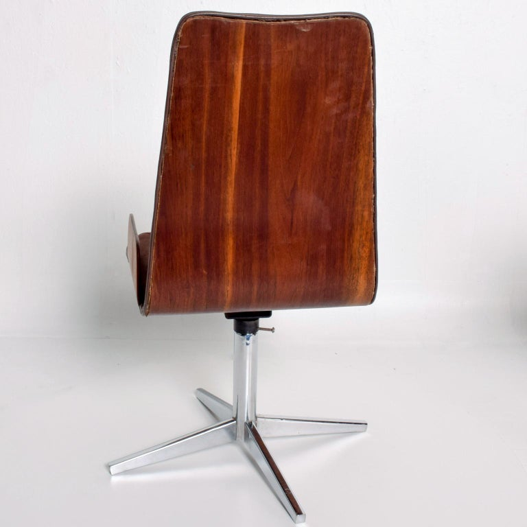 Mid-20th Century Sculptural Bent Walnut Plywood Dining Chairs Set of Six   Mid Century Modern