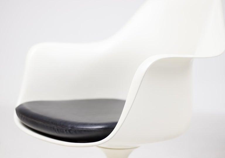Set of Six Eero Saarinen Model 150 Tulip Armchairs by Knoll International In Good Condition For Sale In Dronten, NL