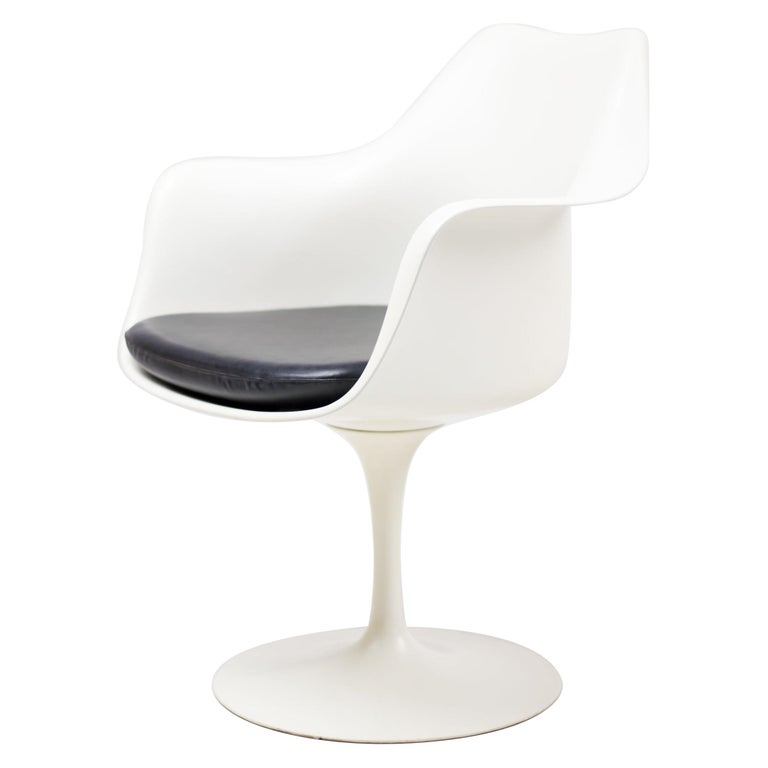 Set of Six Eero Saarinen Model 150 Tulip Armchairs by Knoll International For Sale
