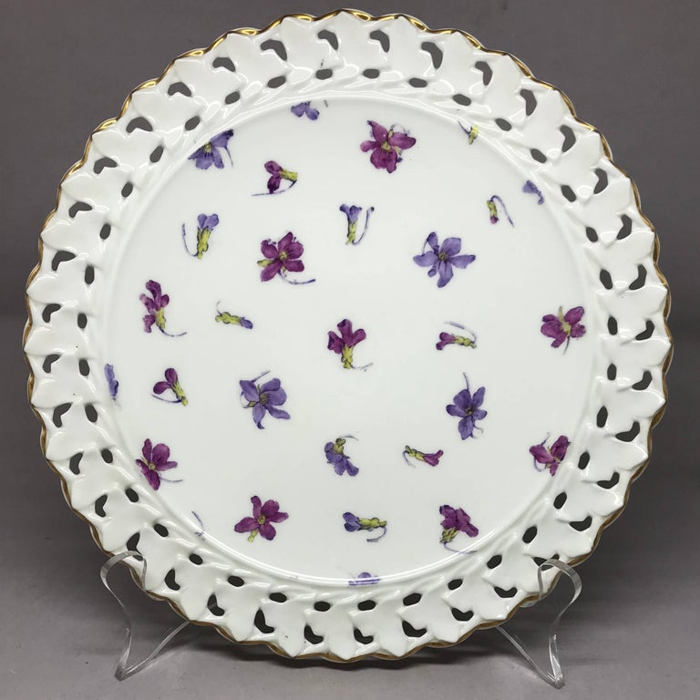 Set of Six Pink and Purple Floral Gilt Plates In Good Condition For Sale In New York, NY