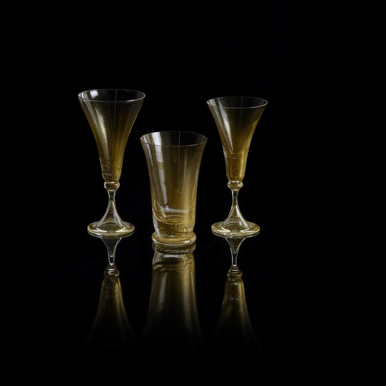 Bring a touch of timeless beauty to your table with these stunning bellflower-shaped goblets in Murano blown glass enriched by a 24-karat gold leaf pattern. The finely shaded central golden core gradually blends into an eggshell nuance and then
