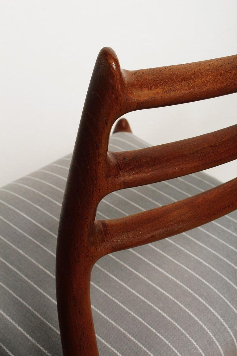 Linen Set of Six Fully Restored 1960s Teak Dining Chairs by Niels O. Møller For Sale