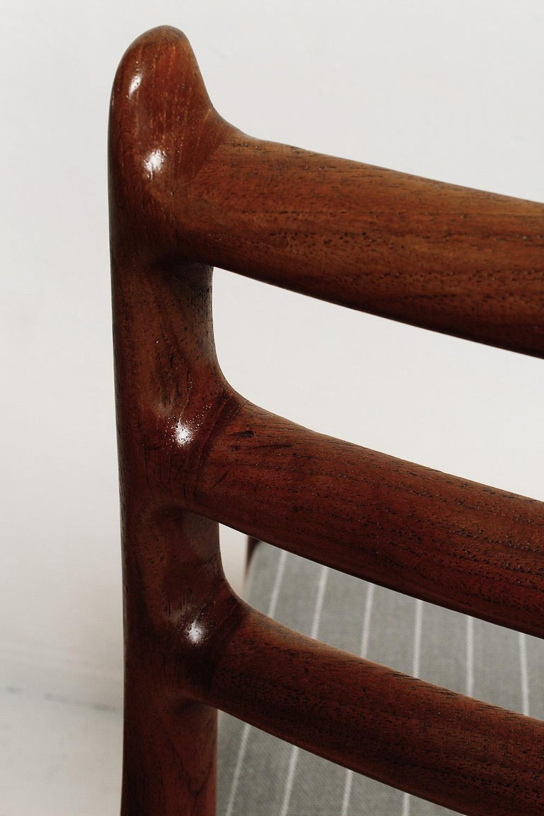Set of Six Fully Restored 1960s Teak Dining Chairs by Niels O. Møller For Sale 1