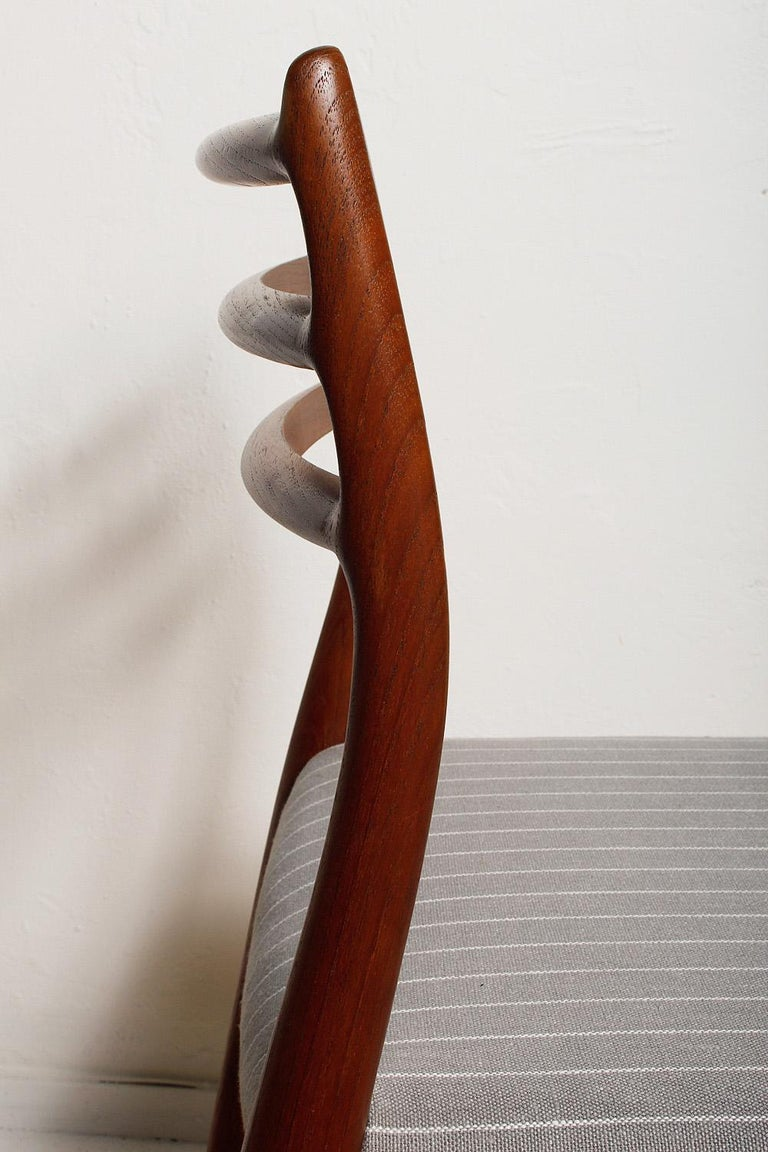 Set of Six Fully Restored 1960s Teak Dining Chairs by Niels O. Møller For Sale 2