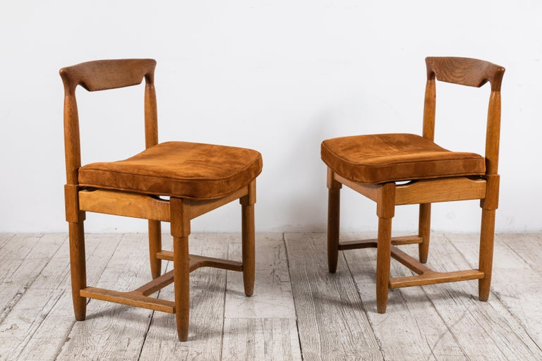 Guillerme et Chambron, set of 8 dining chairs, oak, rust suede France, 1960s