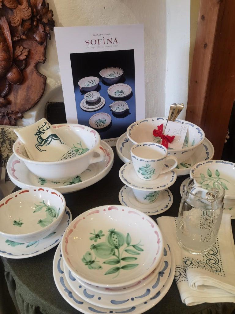 Set of Six Hand-Painted Ceramic Dinner Plates Sofina Boutique Kitzbühel Austria For Sale 2