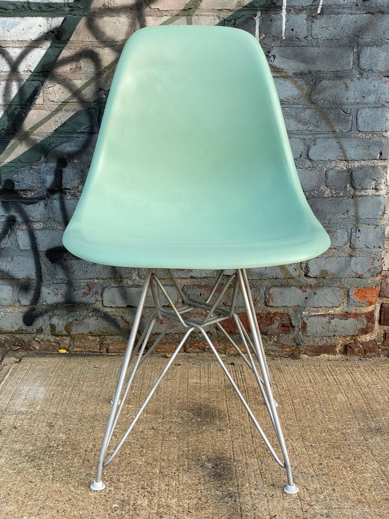 Mid-Century Modern Set of Six Herman Miller Eames Dining Chairs For Sale