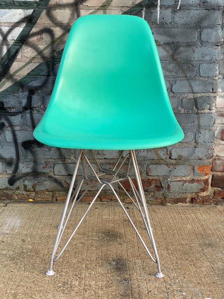 Set of Six Herman Miller Eames Dining Chairs In Good Condition For Sale In Brooklyn, NY