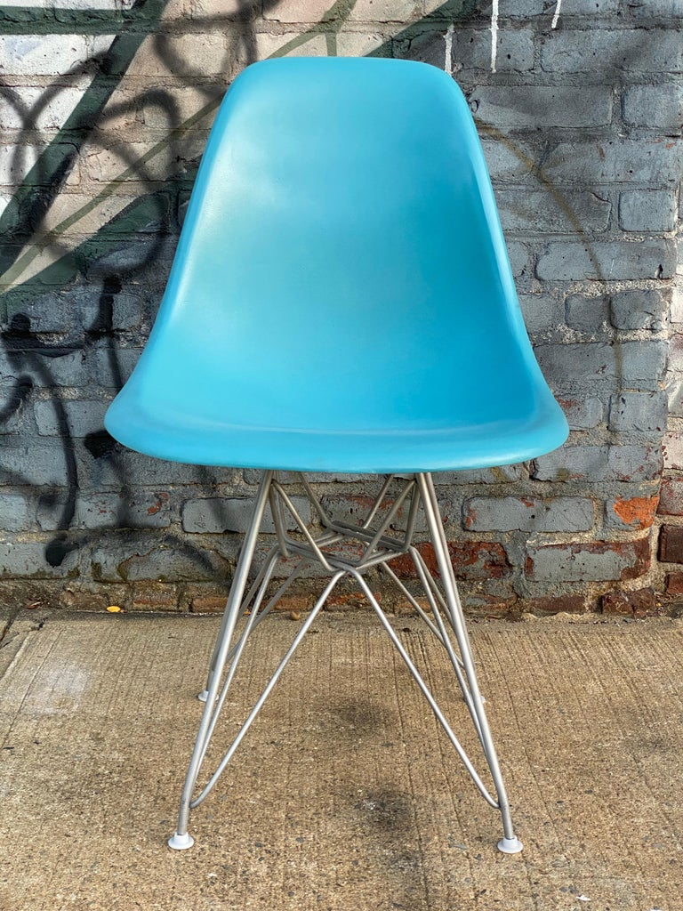 20th Century Set of Six Herman Miller Eames Dining Chairs For Sale