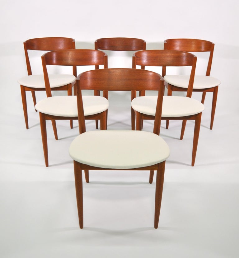 Fabulous and very rare set of 6 vintage Danish Mid-Century Modern dining chairs, designed by Henry Walter Klein for Bramin Mobler (aka NA Jorgensens Mobelfabrik), dating from the early to mid-1960s. The teak frames feature floating seats that have