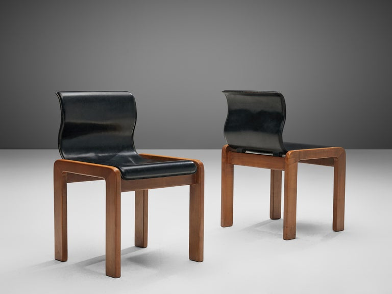 Mid-Century Modern Set of Six Italian Dining Chairs in Walnut and Black Leather Seats