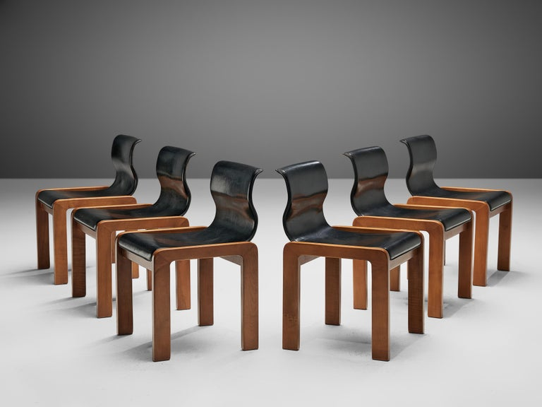 Set of Six Italian Dining Chairs in Walnut and Black Leather Seats In Good Condition In Waalwijk, NL